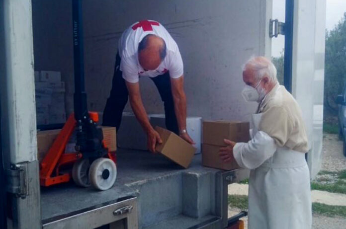 Red-Cross-Catalonia-honors-the-Amma-Foundation-of-Spain-for-supporting-people-in-need-during-COVID-19-02.jpg