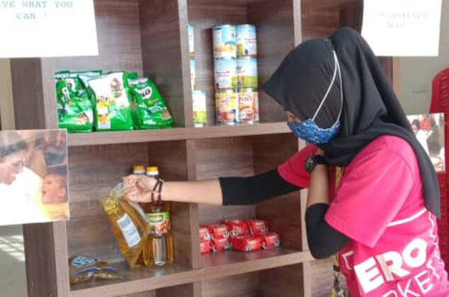 Volunteers-in-Malaysia-supply-food-to-people-in-need-during-the-countrys-national-lockdown-03.jpg