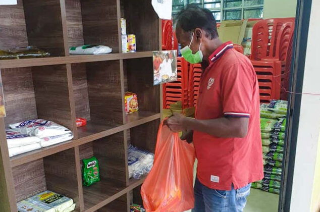 Volunteers-in-Malaysia-supply-food-to-people-in-need-during-the-countrys-national-lockdown-04.jpg