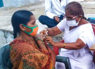 Reaching-out-to-villagers-in-India-to-get-COVID-19-vaccinations-04.jpg